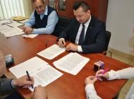 Podpisanie umowy naprzebudowę drogi gminnej Wiciejów – Tyborów
