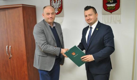 Podpisanie umowy na przebudowę drogi gminnej Wiciejów – Tyborów