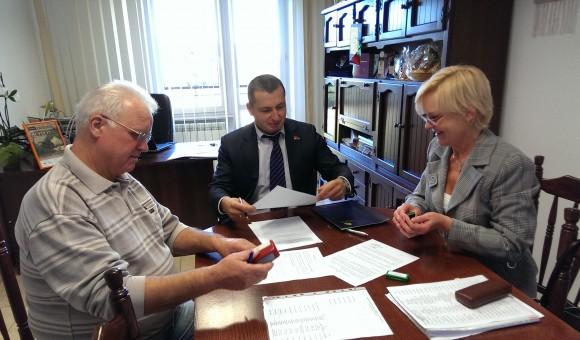 Podpisanie umowy na użyczenie budynku szkoły w Wiciejowie