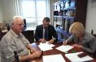 Podpisanie umowy naużyczenie budynku szkoły wWiciejowie